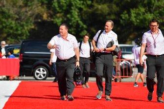 زاك براون، الرئيس التنفيذى لمجموعة مكلارين وجوناثان نيل، مدير العمليّات بفريق مكلارين
