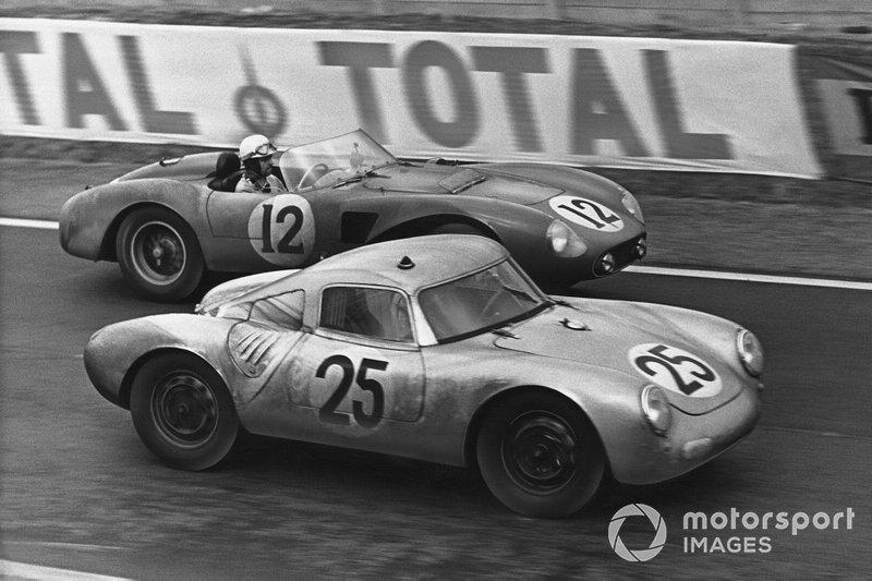 Richard von Frankenberg, Wolfgang von Trips, Porsche 550A RS Coupe, precede Olivier Gendebien, Maurice Trintignant, Ferrari 625 LM