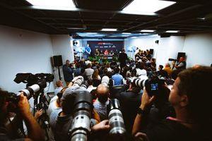 Fotógrafos en la conferencia de prensa