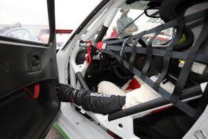 Un pilota sulla sua Porsche