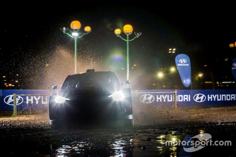 Thierry Neuville, Nicolas Gilsoul, Hyundai Motorsport Hyundai i20 Coupe WRC with Andrea Adamo, Team principal Hyundai Motorsport
