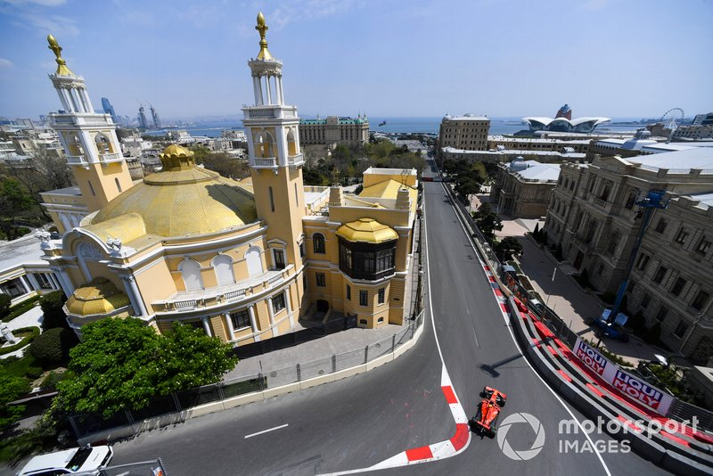 #9 Jede 90-Grad-Kurve in Aserbaidschan (Baku)