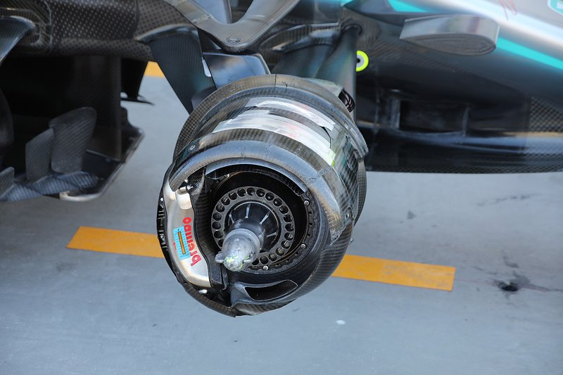 Detalle de los frenos delanteros del Mercedes AMG F1 W10
