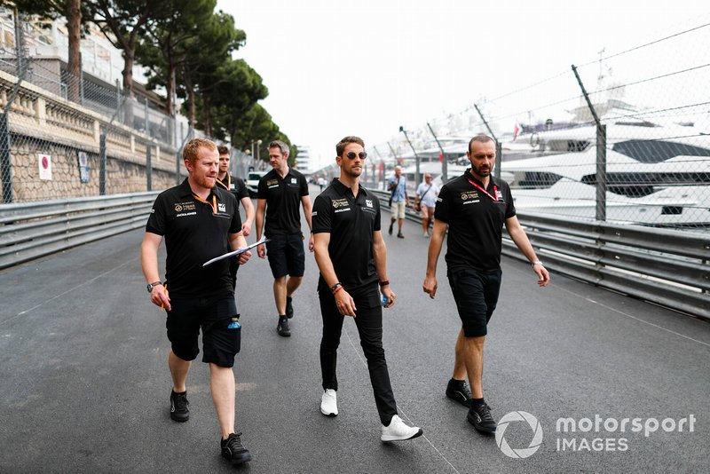 Romain Grosjean, Haas F1, ispeziona il circuito