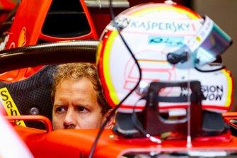 Sebastian Vettel, Ferrari SF90 dans son cockpit