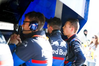 Daniil Kvyat, Toro Rosso, on the pit wall after retiring from the race