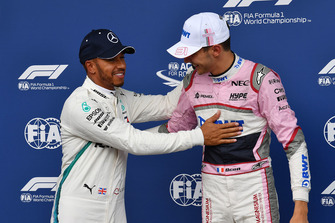 Lewis Hamilton, Mercedes AMG F1 en Esteban Ocon, Racing Point Force India F1 Team in parc ferme