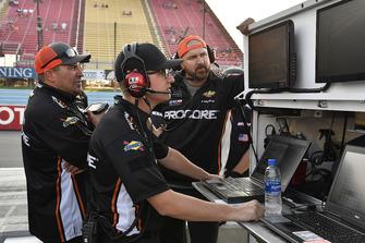 Kasey Kahne, Leavine Family Racing, Chevrolet Camaro Procore crew