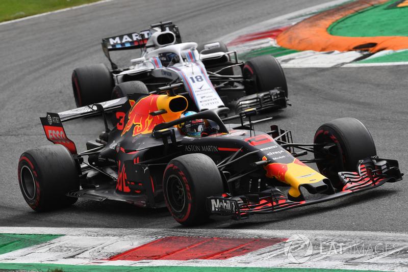 Daniel Ricciardo, Red Bull Racing RB14 y Lance Stroll, Williams FW41