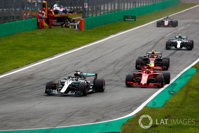 Lewis Hamilton, Mercedes AMG F1 W09, Kimi Raikkonen, Ferrari SF71H, Max Verstappen, Red Bull Racing RB14, Valtteri Bottas, Mercedes AMG F1 W09, y Romain Grosjean, Haas F1 Team VF-18