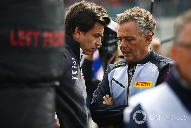 Toto Wolff, Mercedes AMG, Mario Isola, Pirelli Motorsport