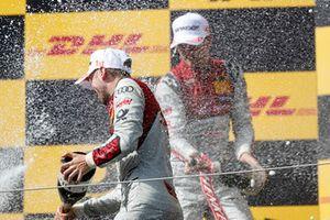 Podyum: Yarış galibi René Rast, Audi Sport Team Rosberg ve 2. Nico Müller, Audi Sport Team Abt Sportsline