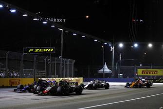 Kevin Magnussen, Haas F1 Team VF-18, devant Brendon Hartley, Toro Rosso STR13, Sergey Sirotkin, Williams FW41, et Stoffel Vandoorne, McLaren MCL33