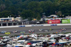 Kevin Harvick, Stewart-Haas Racing, Ford Fusion Busch Light / Mobil 1, Ryan Blaney, Team Penske, Ford Fusion Menards/Knauf Insulation