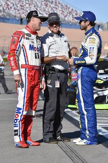 Kevin Harvick, Stewart-Haas Racing, Ford Fusion Mobil 1 and Chase Elliott, Hendrick Motorsports, Chevrolet Camaro NAPA Auto Parts