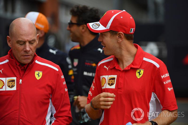 Sebastian Vettel, Ferrari y Jock Clear, ingeniero jefe de Ferrari