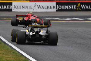 Nico Hulkenberg, Renault Sport F1 Team R.S. 18 and Kimi Raikkonen, Ferrari SF71H
