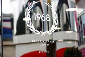 لافته لأول فوز لبروس مكلارين في بلجيكا 1968