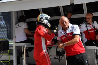 Sebastian Vettel, Ferrari y Frederic Vasseur, Sauber, director del equipo