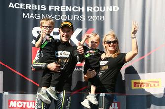 Jonathan Rea, Kawasaki Racing, ycon su familia