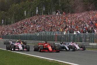 Esteban Ocon, Racing Point Force India VJM11, Sebastian Vettel, Ferrari SF71H, Lewis Hamilton, Mercedes AMG F1 W09 en Sergio Perez, Racing Point Force India VJM11