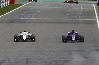 Marcus Ericsson, Sauber C37, et Brendon Hartley, Toro Rosso STR13