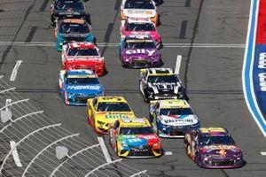 Restart: A.J. Allmendinger, Kaulig Racing, Chevrolet Camaro Jackpot Party, Kyle Busch, Joe Gibbs Racing, Toyota Camry M&M's