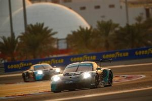 #88 Dempsey-Proton Racing Porsche 911 RSR - 19: Khaled Al Qubaisi, Adrien De Leener, Julien Andlauer