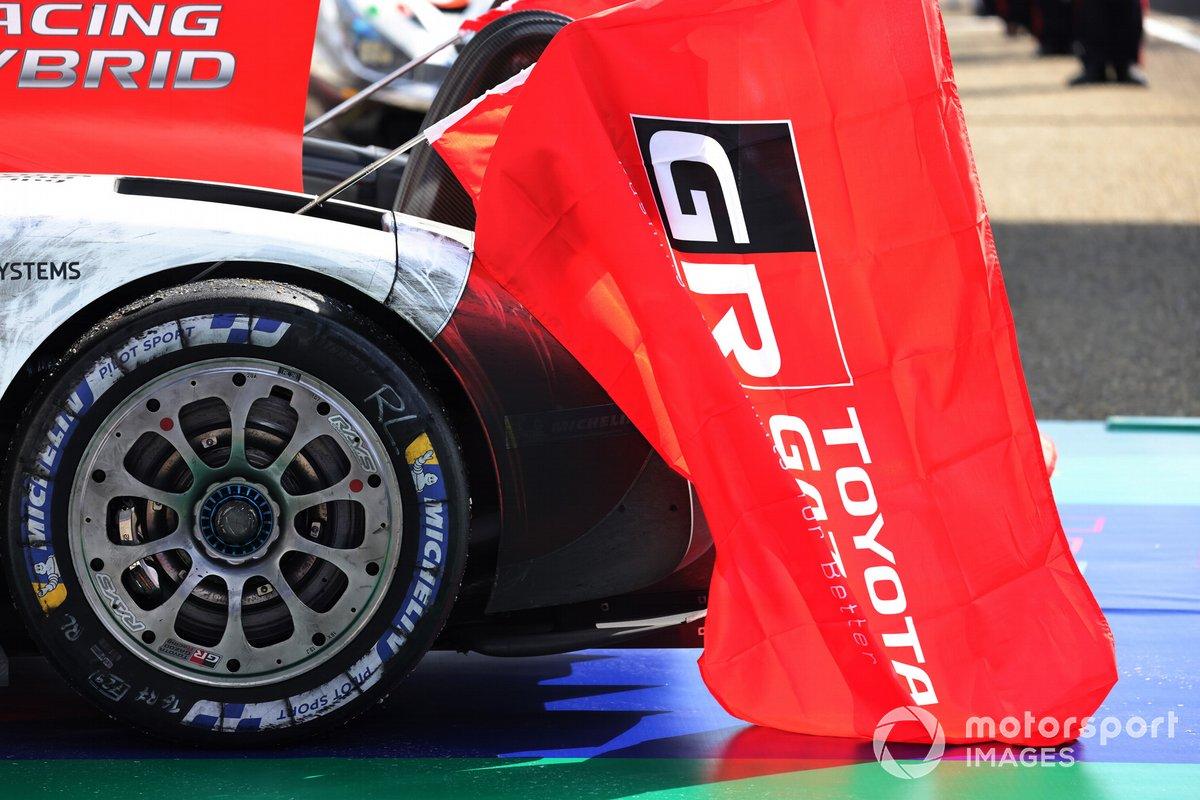 Bandera de Toyota Gazoo Racing en Le Mans