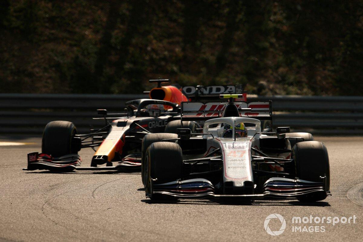 Mick Schumacher, Haas VF-21, Max Verstappen, Red Bull Racing RB16B