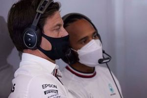 Toto Wolff, Team Principal and CEO, Mercedes AMG, with Lewis Hamilton, Mercedes
