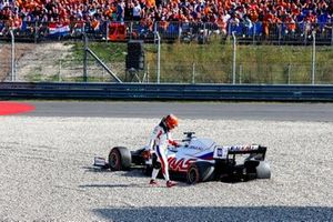 Nikita Mazepin, Haas VF-21, walks away from his car after beaching in the gravel
