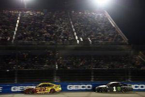 Joey Logano, Team Penske, Ford Mustang Shell Pennzoil, Kurt Busch, Chip Ganassi Racing, Chevrolet Camaro Monster Energy