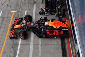 Max Verstappen, Red Bull Racing RB16B, verlaat de garage