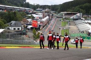 Antonio Giovinazzi, Alfa Romeo Racing, walks the track with members of his team