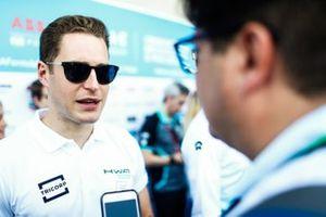 Stoffel Vandoorne, HWA Racelab talks to the press