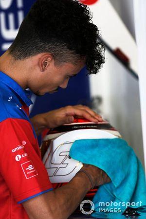 Pascal Wehrlein, Mahindra Racing, prepares