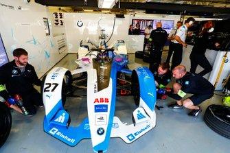 Alexander Sims BMW I Andretti Motorsports, BMW iFE.18, nel box