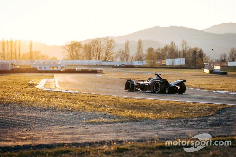 Autodromo Varano Calendario 2020.Mercedes Ha Fatto Debuttare La Sua Monoposto Di Formula E