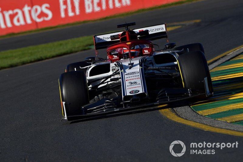 """Raikkonen, volta 14 - """"Ok, Kimi. Nós tiramos uma sobreviseira do duto de freio traseiro esquerdo. Ela era sua. Então tome cuidado quando retirar a sobreviseira. Deixe-a no cockpit"""""""