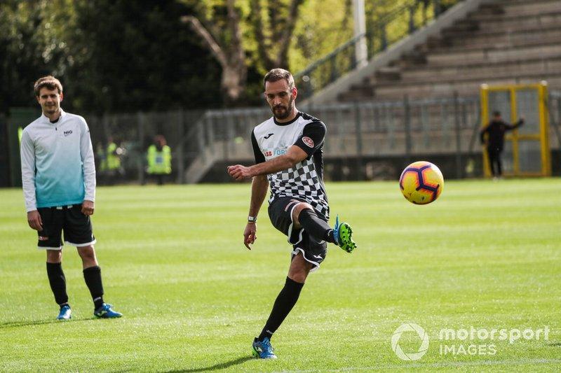 Jean-Eric Vergne, DS TECHEETAH, gioca a calcio durante la partita di beneficenza della Formula E