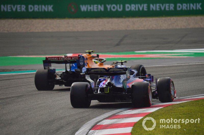 Lando Norris, McLaren MCL34, Alexander Albon, Toro Rosso STR14