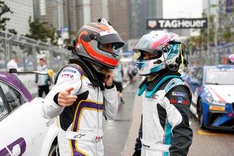 Stefan Rzadzinski, TWR TECHEETAH chats with Yaqi Zhang, Team China on the grid