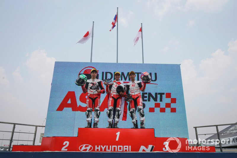 Podium Race 2: Sho Nishimura, Tatchakorn Buasri, Afridza Munandar