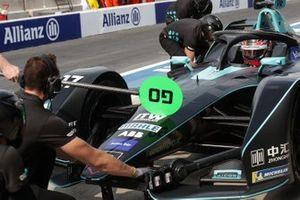Gary Paffett, HWA Racelab, VFE-05, au stand