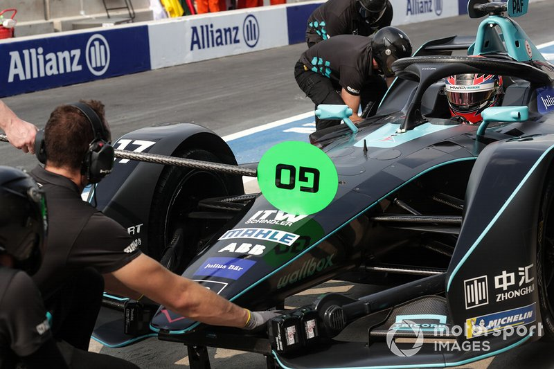 Gary Paffett, HWA Racelab, VFE-05, in the pits