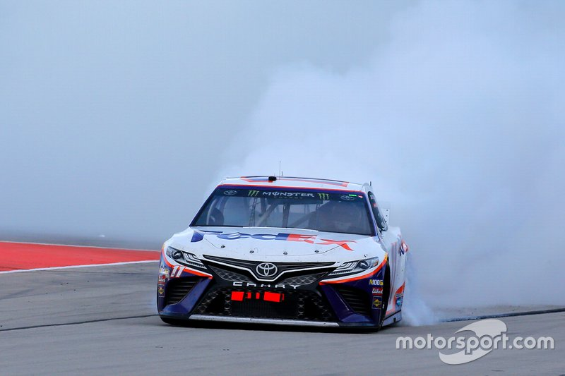 Ganador, Denny Hamlin, Joe Gibbs Racing, Toyota Camry FedEx Office