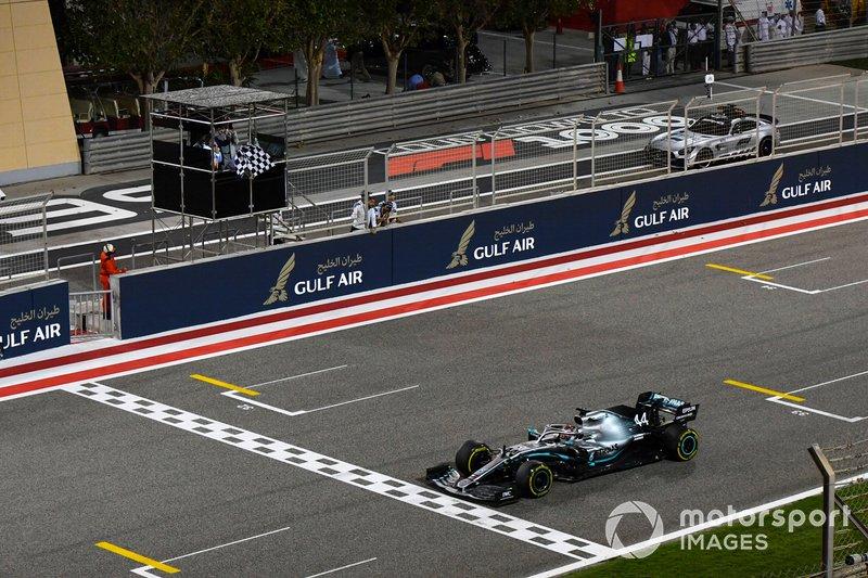 2019 - No Bahrein, Hamilton venceu após falha no motor de Leclerc