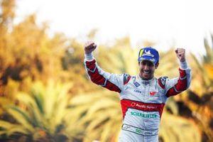 Lucas Di Grassi, Audi Sport ABT Schaeffler, fête sa victoire sur le podium