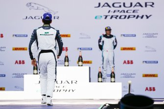 Il secondo classificato Ahmed Bin Khanen, Saudi Racing, va verso il podio